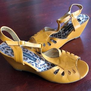 Very cool, one of a kind summer wedges